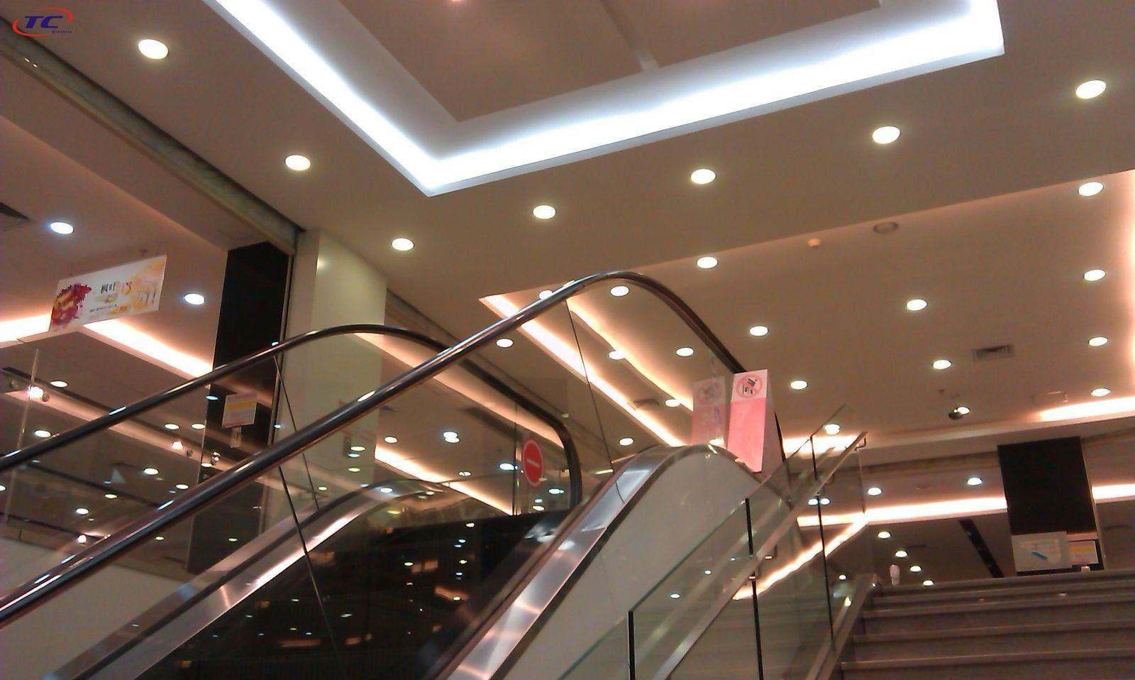 đèn led âm trần chiếu sáng siêu thị