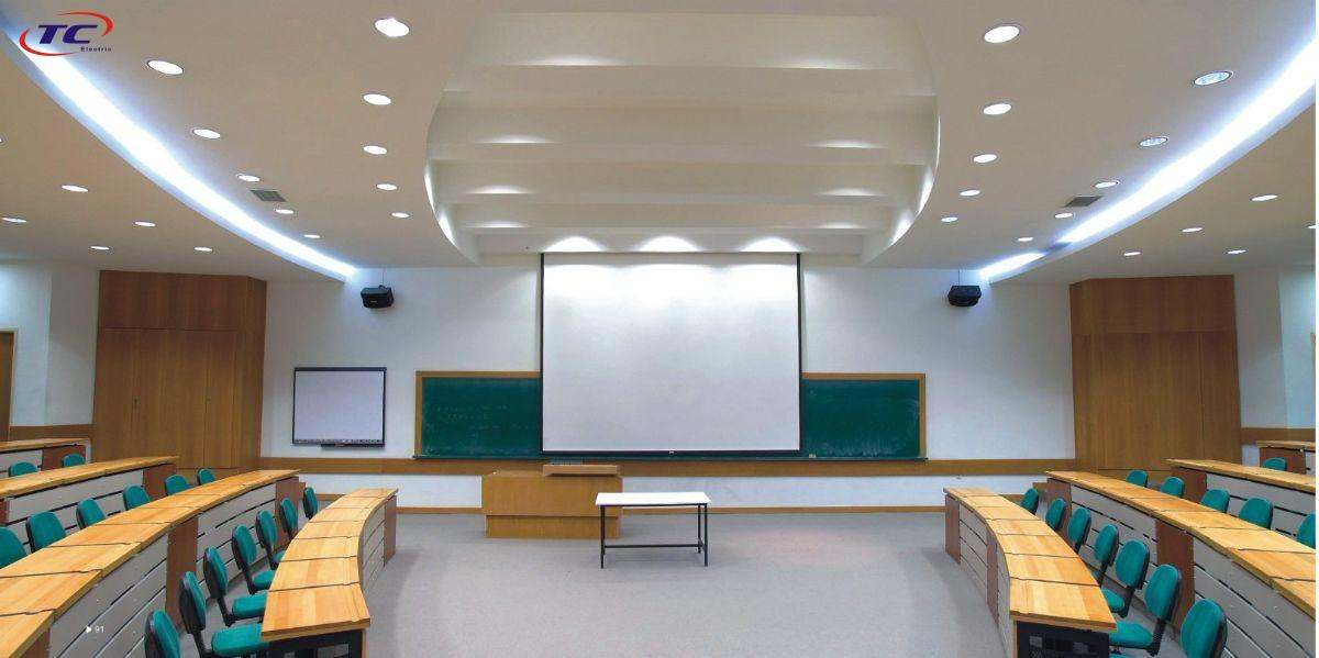đèn led âm trần được sử dụng trong văn phòng